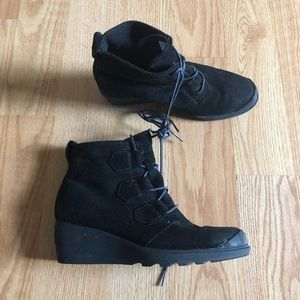 Sorel boots size:7.5 waterproof black lace up cute